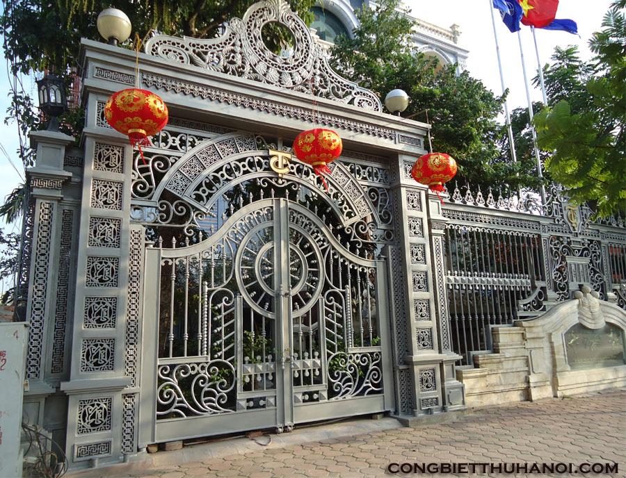 cổng gang đúc